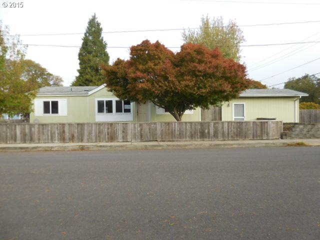 242 E 9th Ave, Junction City, OR