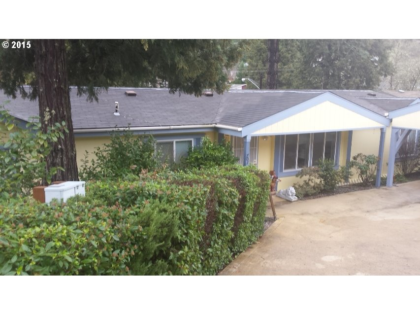 707 Crest Dr, Canyonville, OR