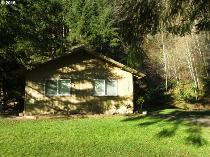 10063 Lakeview Dr, Clatskanie, OR