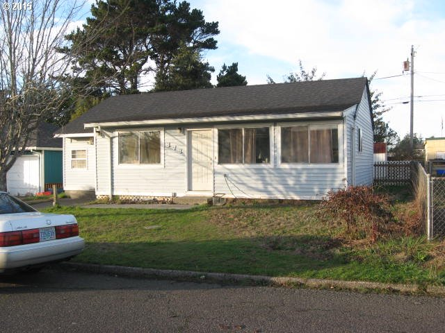 878 Garfield Ave, Coos Bay, OR