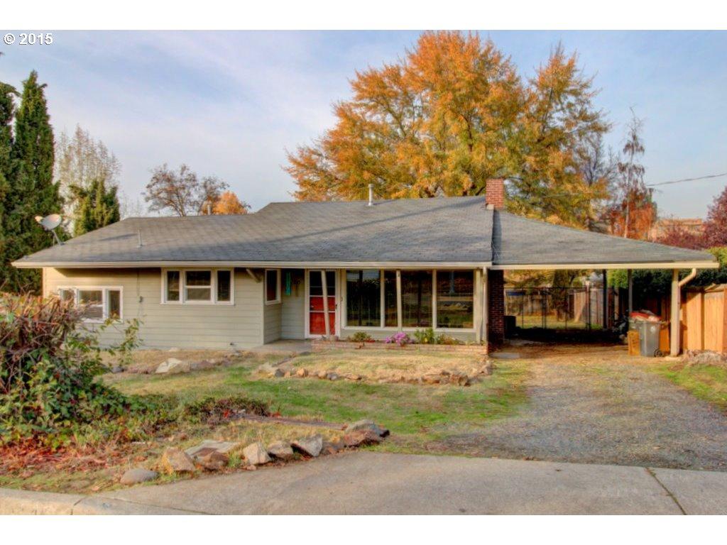 1145 Woodrow Ln, Medford, OR