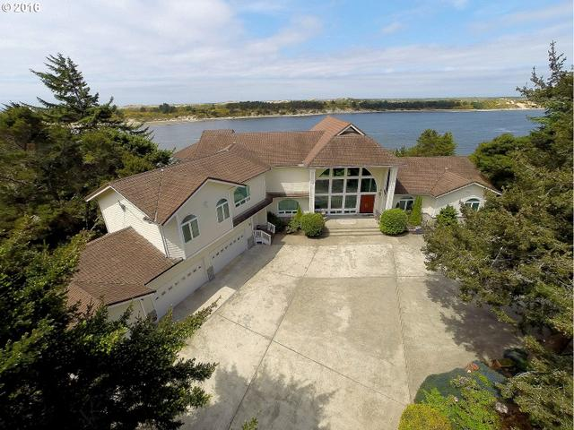 935 Rhododendron Dr, Florence, OR 97439