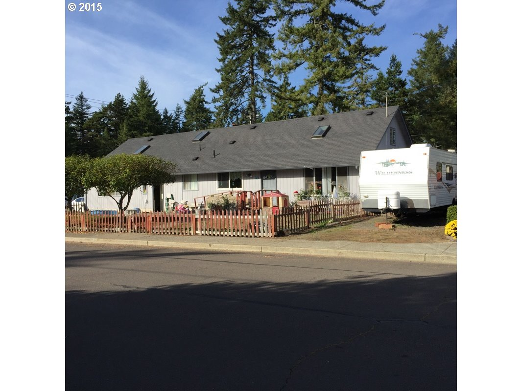 1120 Spruce St, Florence, OR