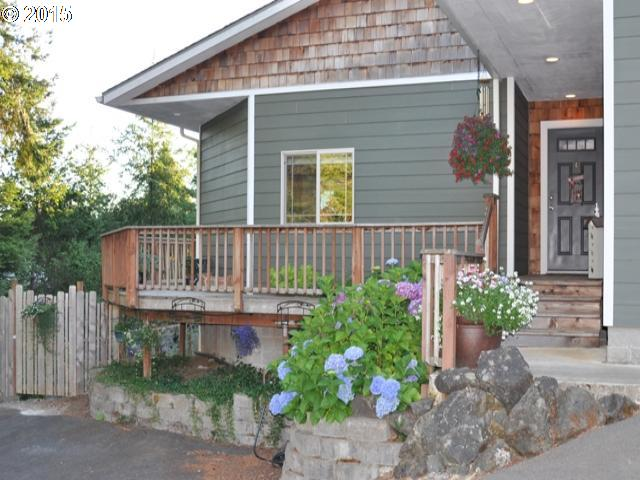 939 E 9th Pl, Coquille, OR