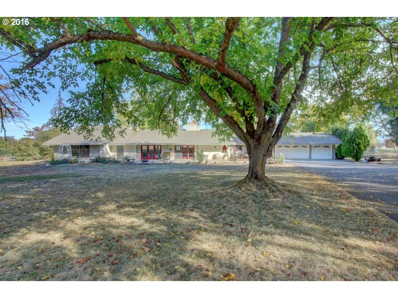 1657 Old Stage Rd, Central Point, OR