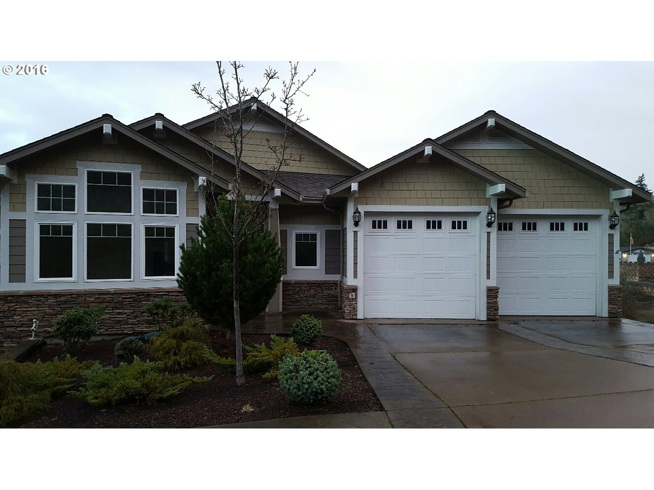 1602 NE Camelot Ct, Roseburg, OR