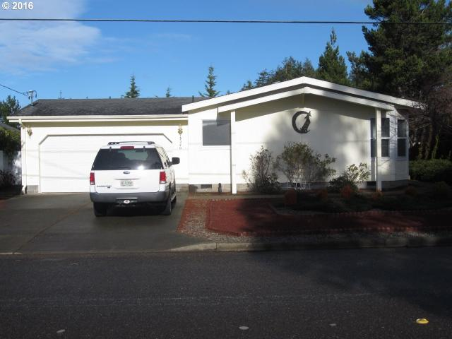 2240 17th St, North Bend OR 97459