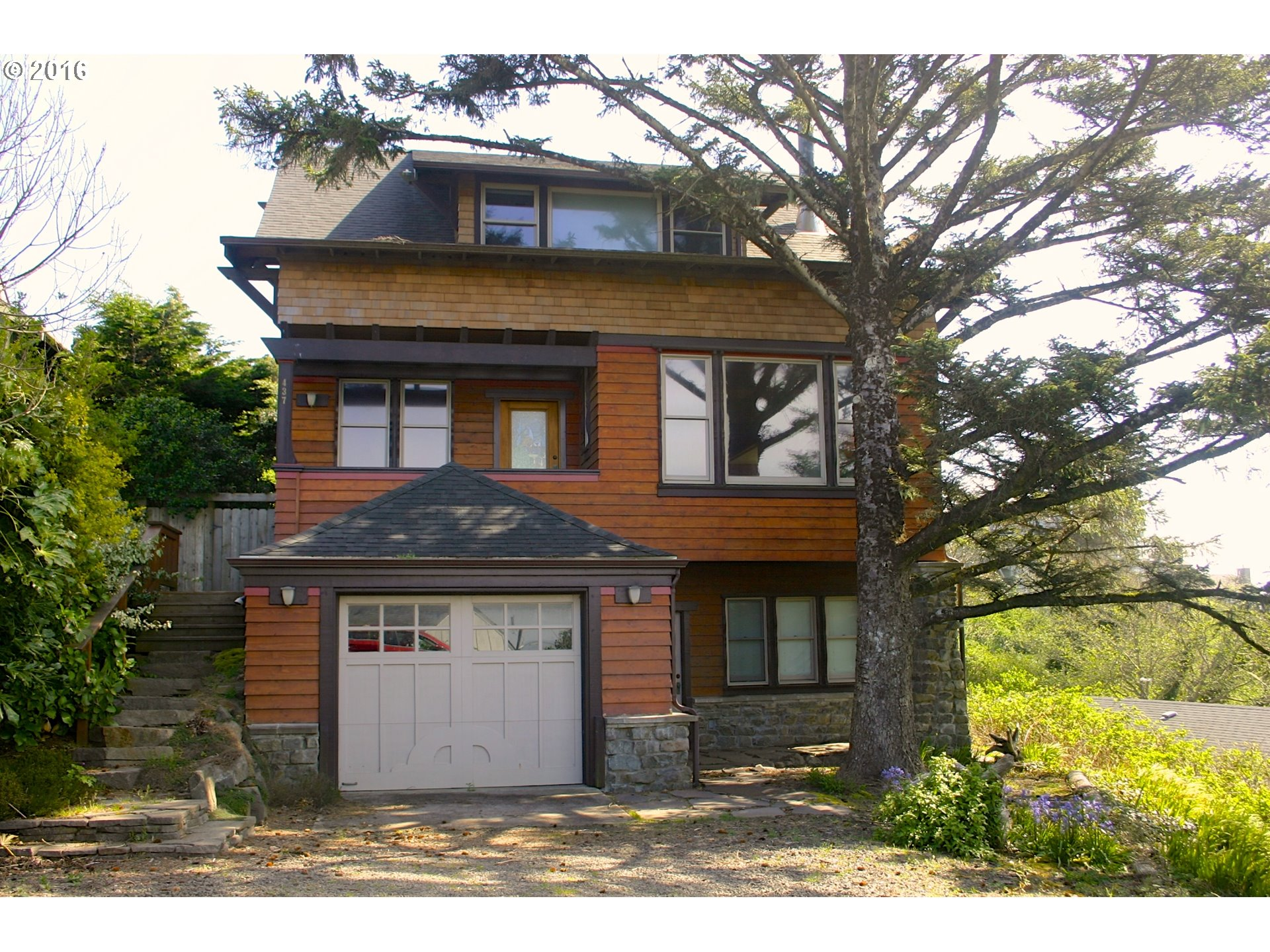 437 SW 5th St, Newport, OR