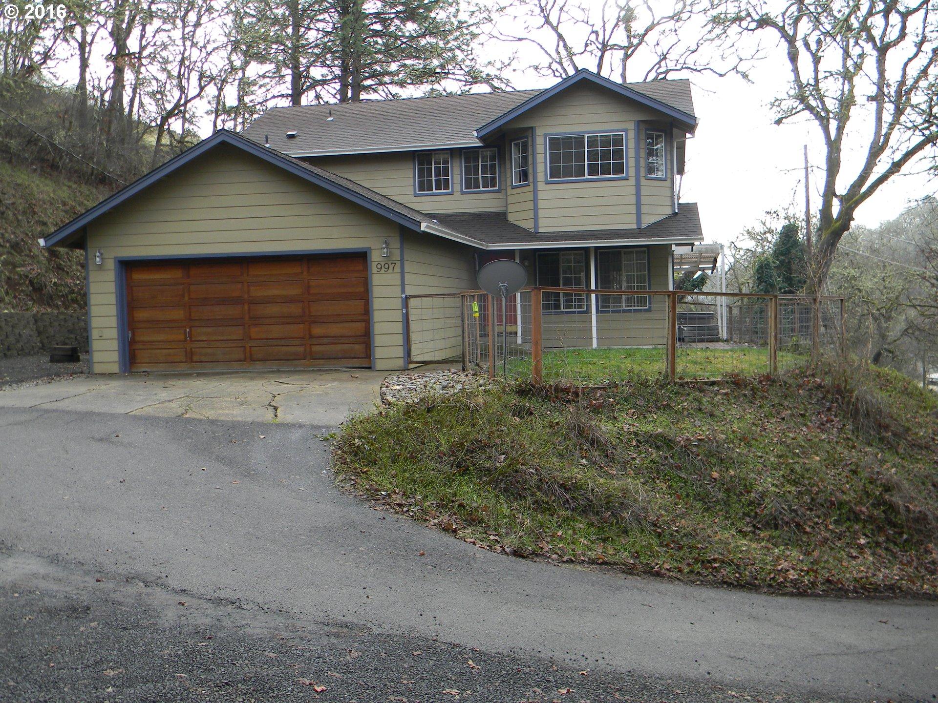 997 NE Grandview Dr, Roseburg, OR