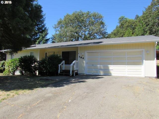 104 Canyon View St, Canyonville, OR