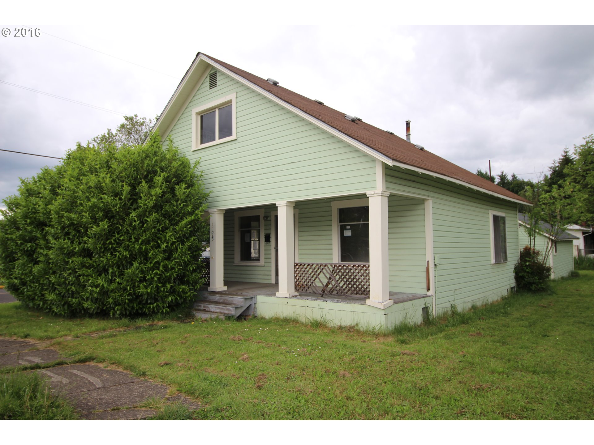 1304 S 6th St, Cottage Grove, OR