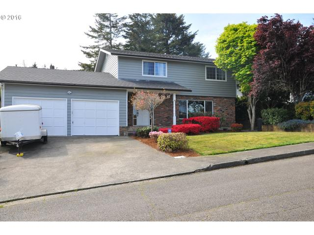 2205 Maine Ct, North Bend OR 97459