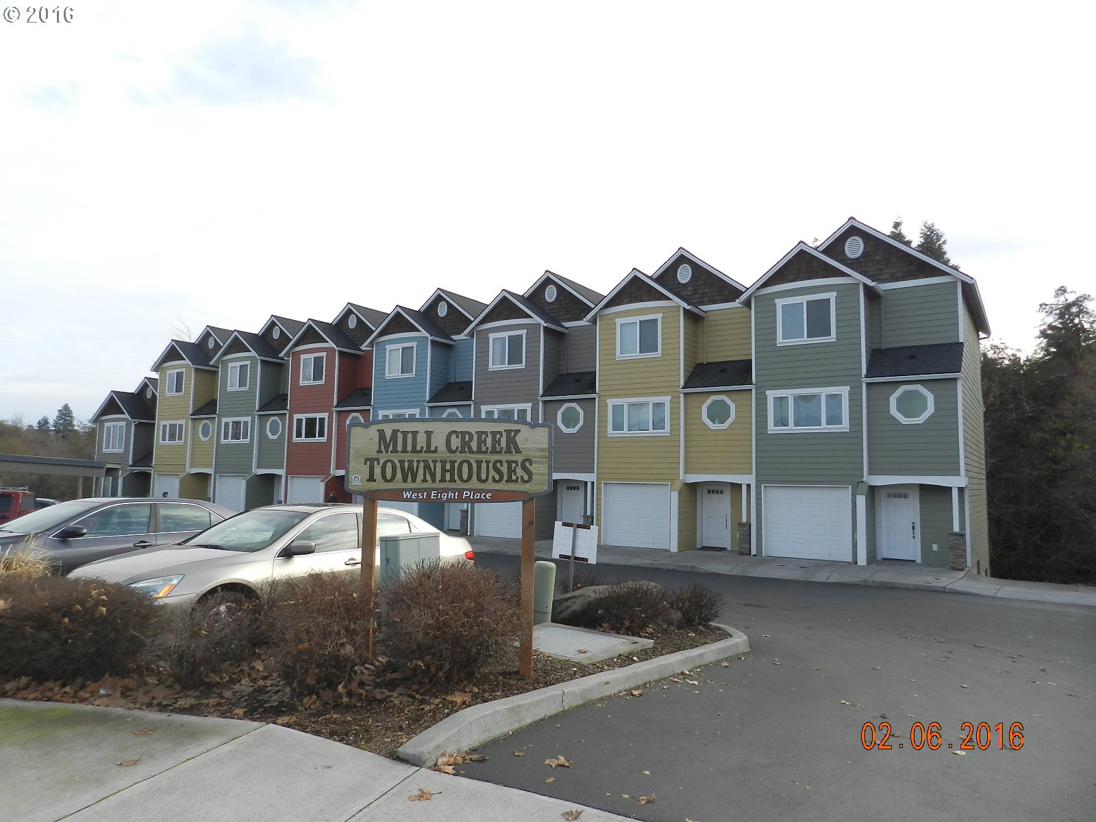 980 W 8th Pl, The Dalles, OR