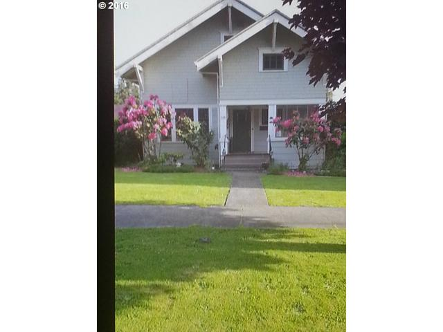 745 E 2nd St, Coquille, OR