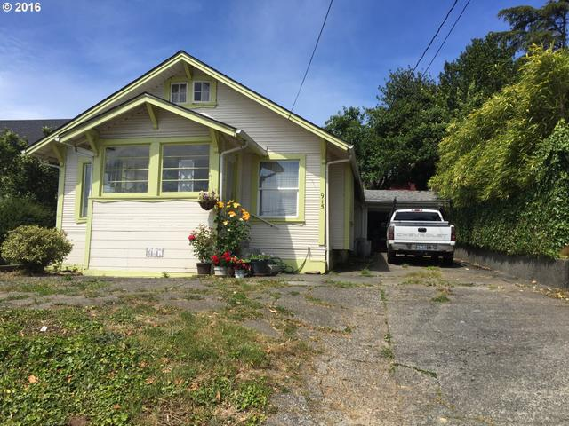915 S 10th St Coos Bay, OR 97420