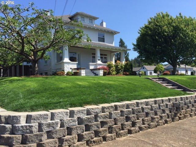572 E 1st St, Coquille, OR