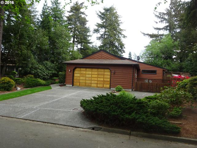 925 Seabreeze Tr, Coos Bay OR 97420