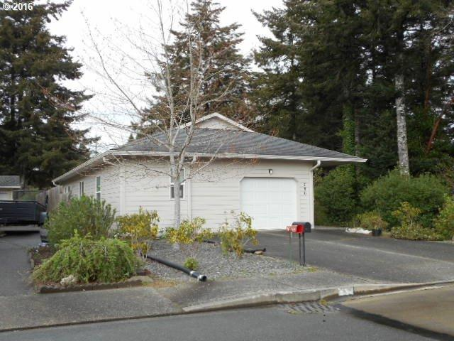 786 Edwards Ave, Coos Bay OR 97420