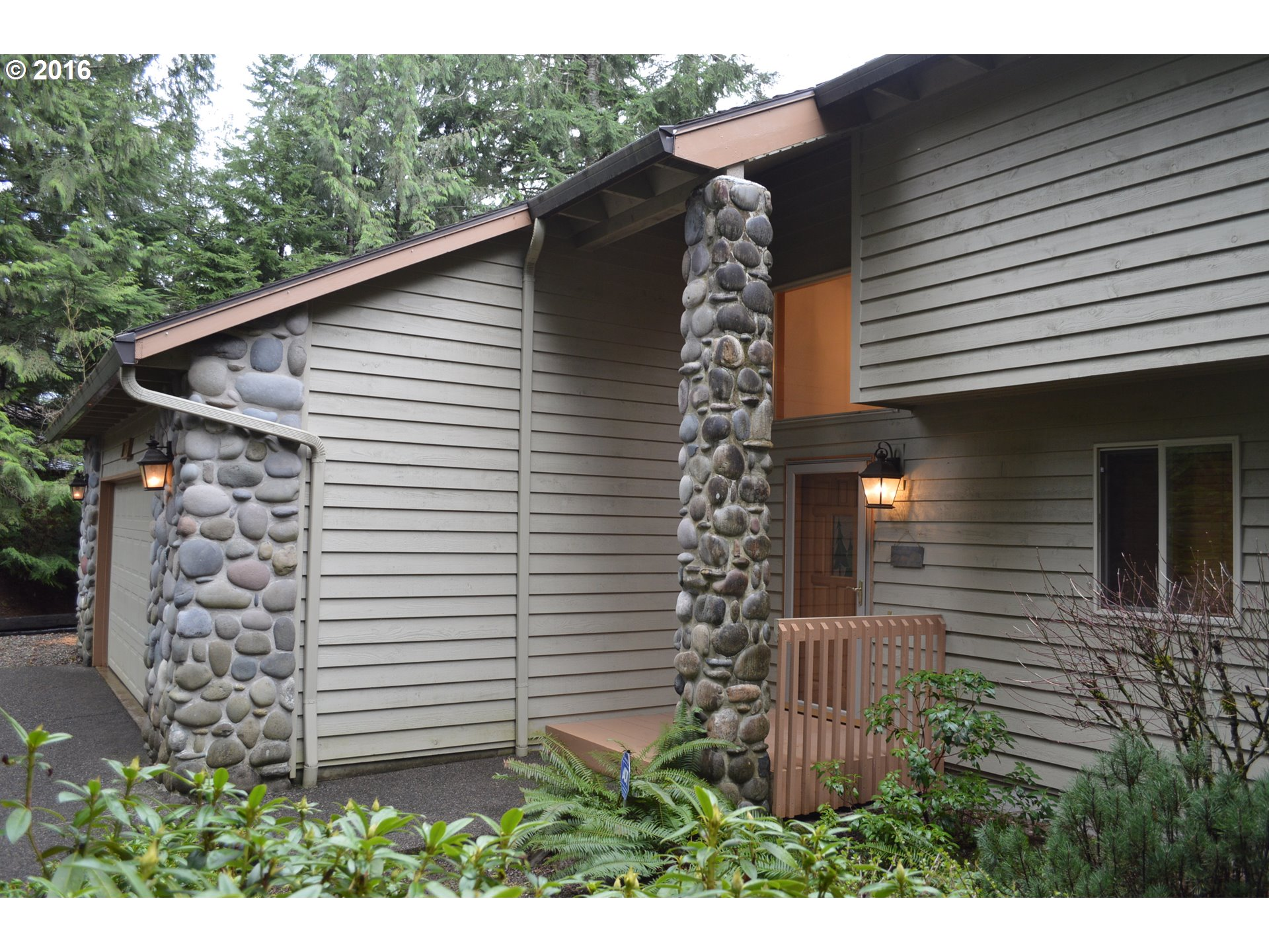 25895 E Bright Ave, Welches, OR