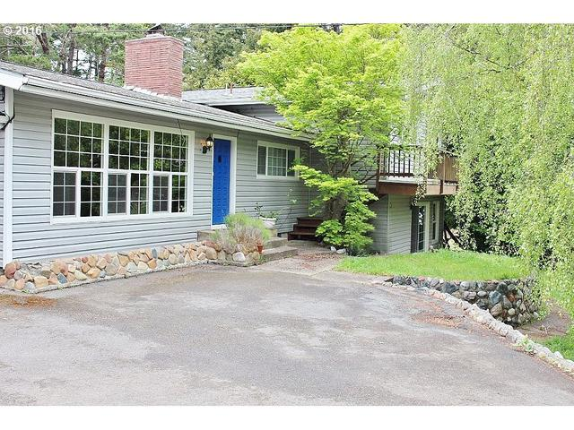 64338 Penny Rd, Coos Bay OR 97420