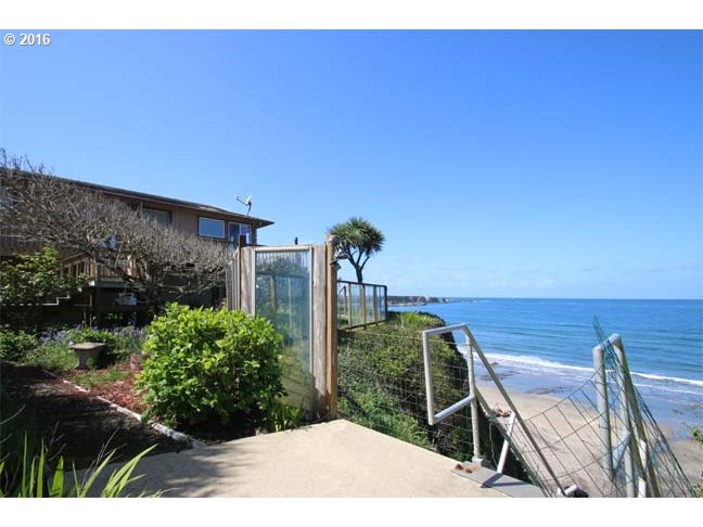 89909 Cape Arago Hy, Coos Bay, OR