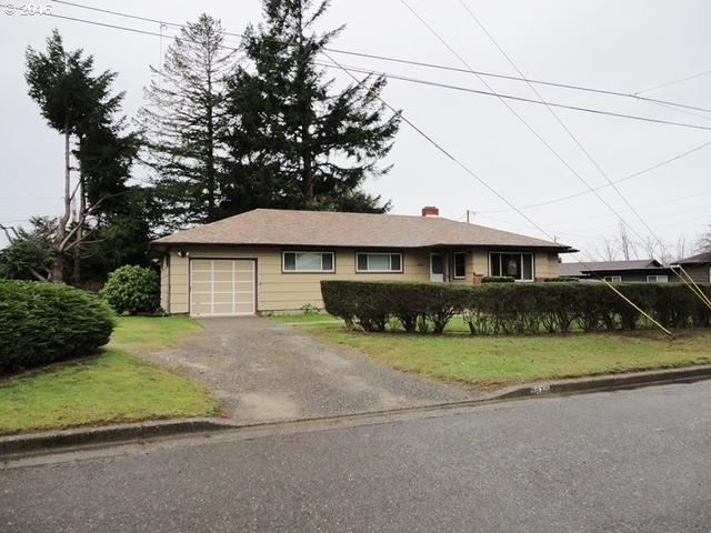 2876 A St, North Bend OR 97459