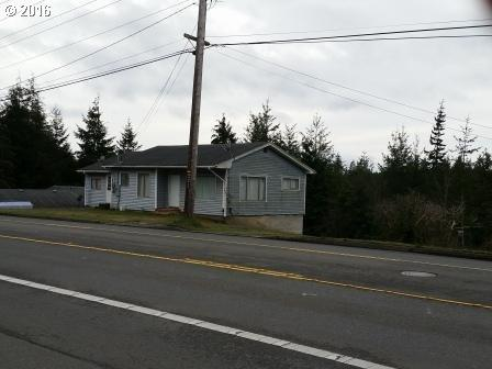 1935 Woodland Dr, Coos Bay OR 97420