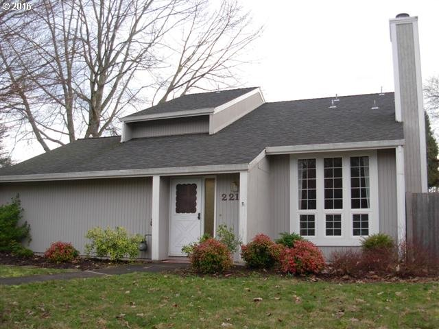 221 SW 10th Ave, Canby, OR