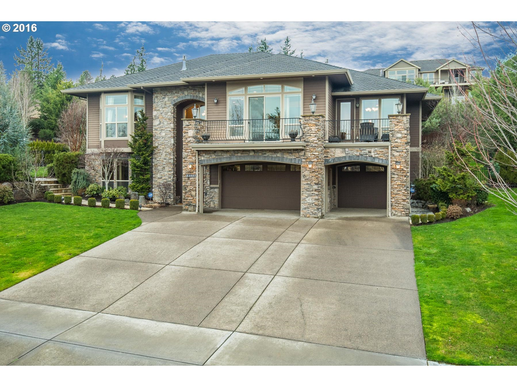 14055 SE Sunshadow St, Happy Valley, OR
