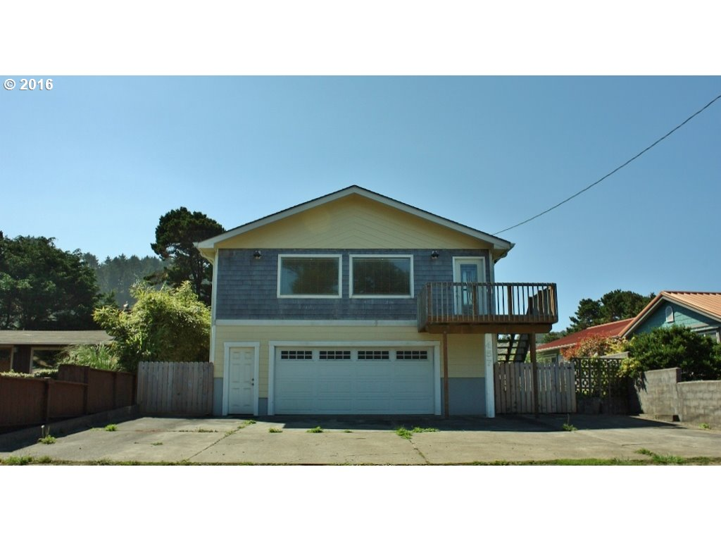 457 NW 57th St, Newport, OR