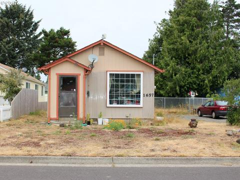 1657 36th St, Florence, OR 97439