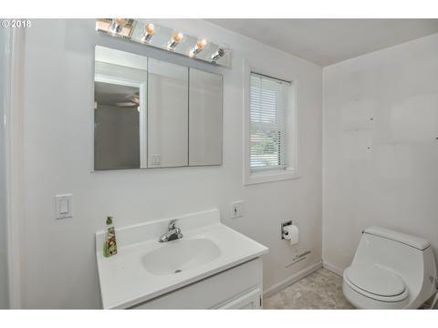 NE Th Ave Portland OR Photos MLS Movoto - 30 sq ft bathroom