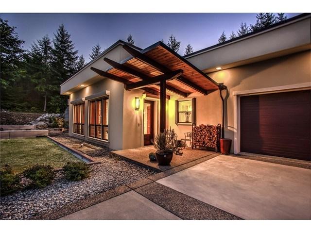 12135 Windtree Ln, Rainier, WA