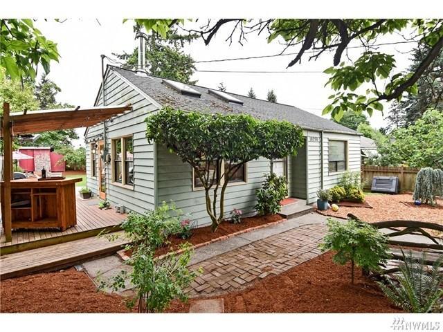 10350 Ashworth Ave, Seattle WA 98133