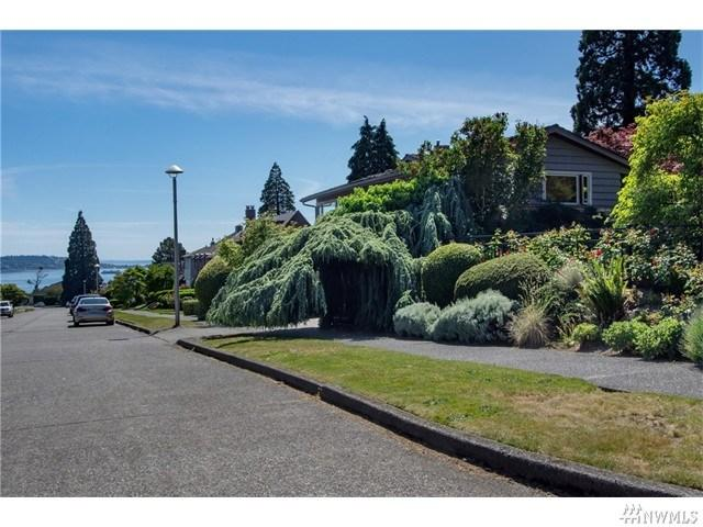 2236 Viewmont Way, Seattle WA 98199