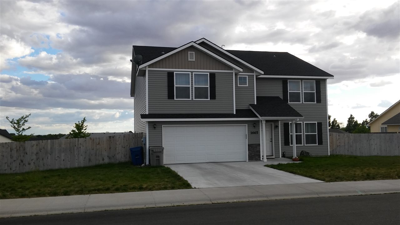 1665 NE Cinder Loop, Mountain Home, ID 83647