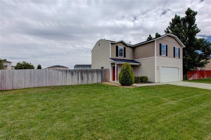 1292 N Meadowhills Ave, Star, ID 83669