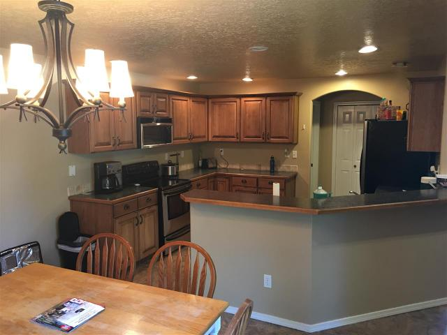 1077 N Portchester Ave, Meridian, ID 83642
