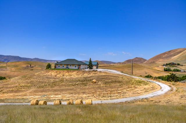 221 Dry Buck Rd, Horseshoe Bend, ID 83629