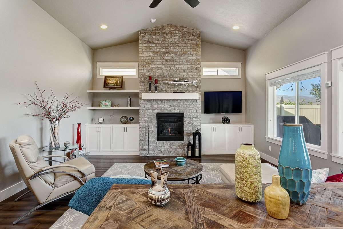 7960 S Red Cliff Avenue, Boise, ID 83716