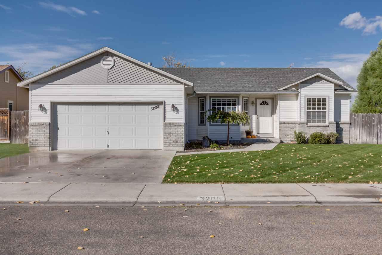 3208 Parkview Way, Nampa, ID 83686