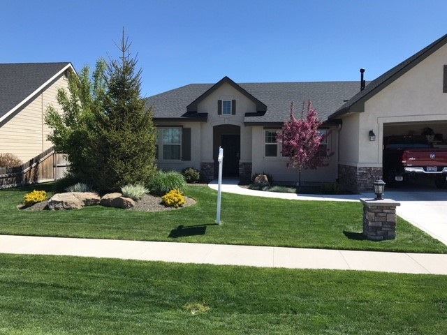 918 Spring Valley Dr, Nampa, ID 83686