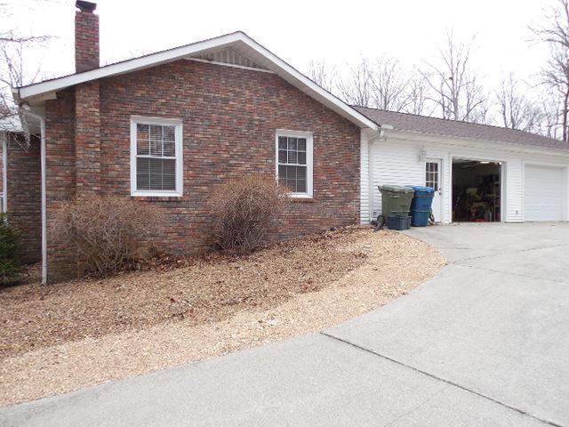 109 Rustling Oaks Dr, Waverly TN 37185