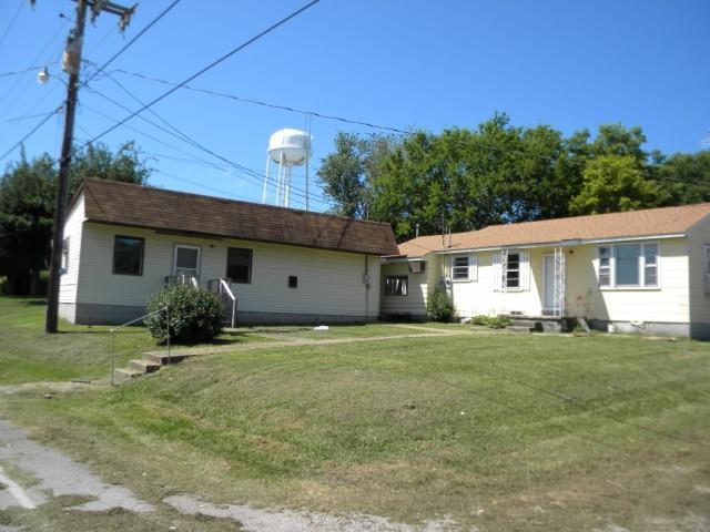 27 College St, Mc Ewen, TN