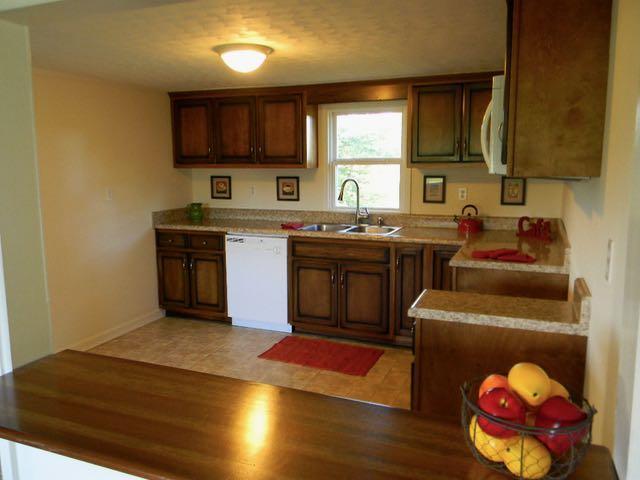 1446 Poplar Grove Rd, Westmoreland, TN 37186