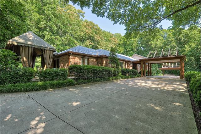 1138 Crater Hill Dr, Nashville, TN