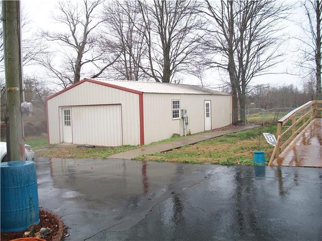 2109 Scottsville Rd, Lafayette TN 37083