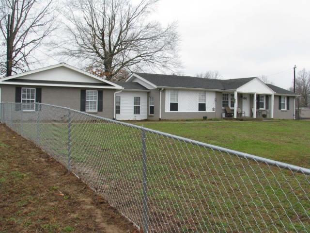 1004 Promise Land Rd, Charlotte, TN