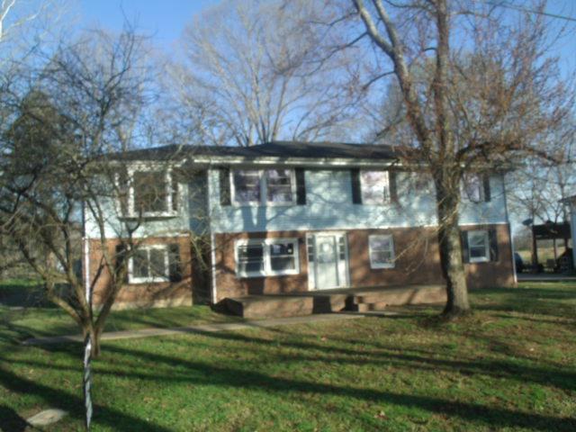 1015 Floy Ln, Ashland City, TN