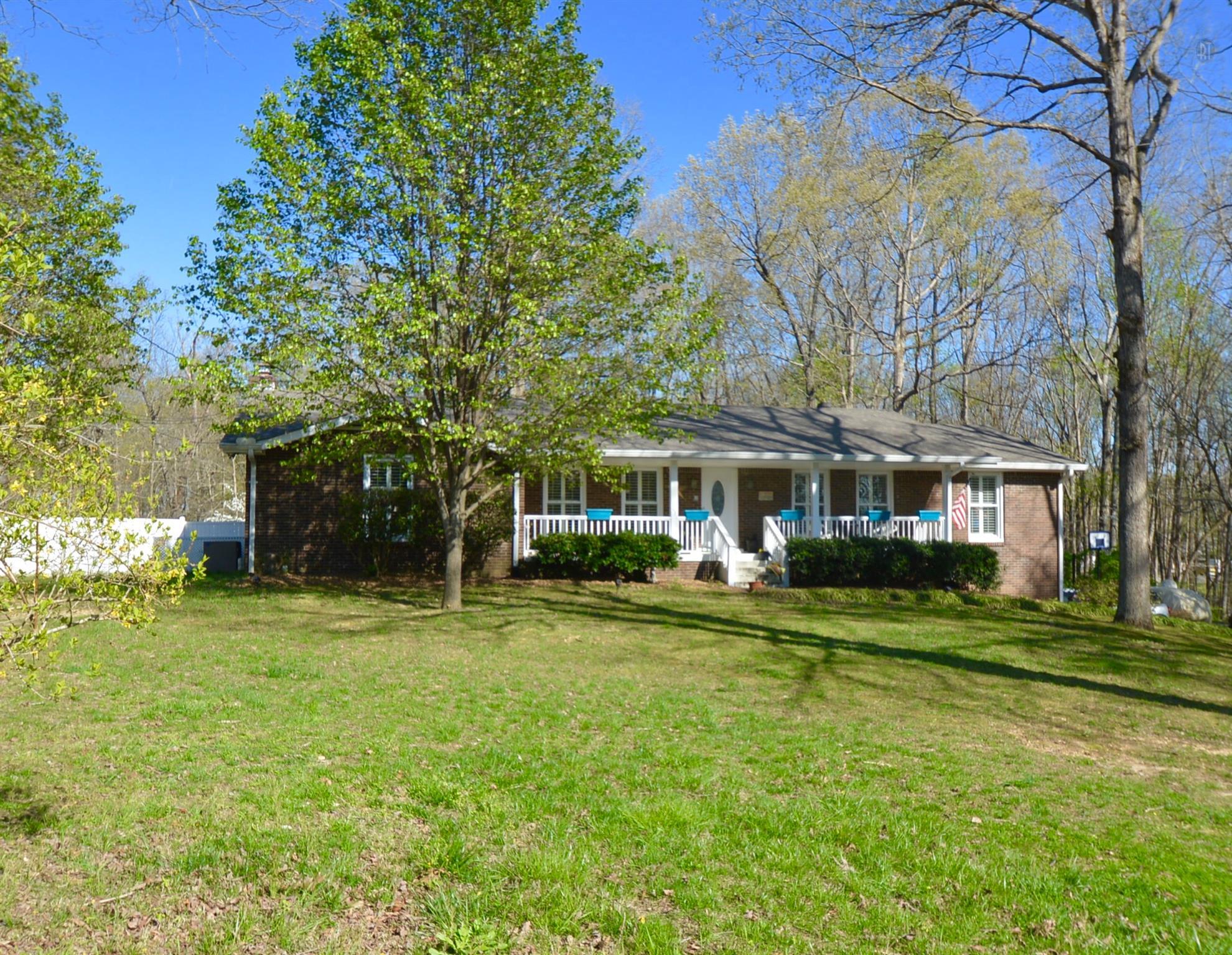 1031 Oak Dr, White Bluff, TN